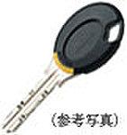 一部の出入口扉にオートロックのノンタッチキーを採用。キーを受信機に近づけるだけで解錠できます。