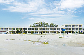 中山小学校 (約170m:徒歩3分)