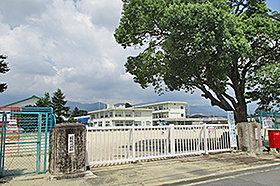 菰野小学校 (約580m:徒歩8分)