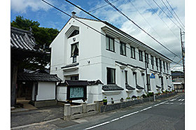 ・ 富田幼稚園 (約650m:徒歩9分)