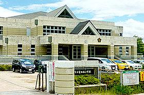 ・ 富田西小学校 (約1,200m:徒歩15分)