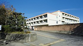 奈良市立東登美ヶ丘小学校・徒歩9分(約690m)