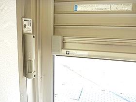 電動シャッター装備。冷暖房の快適な空気を逃がしません。