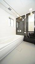 浴室は1坪タイプを採用。浴室乾燥機・浴室TV標準仕様