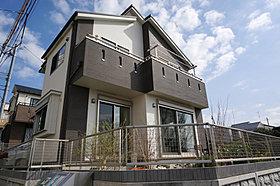 屋根、外壁、サッシ、玄関ドアまで豊富なパターンからデザイン!