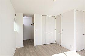 主寝室と洋室を併せて14.4帖の広々空間