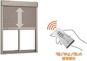 お子さんでも簡単に開け閉めできる電動シャッター(安全装置付)
