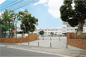 篠崎小学校…徒歩5分(340m)