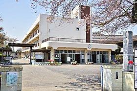 蓮田南小学校まで徒歩8分(610m)