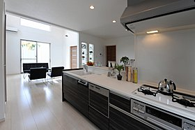 キッチン(人工大理石一体型シンク・食洗機・浄水機能付)