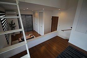 主寝室にWクローゼットと納戸・ロフトを設けたプランです。