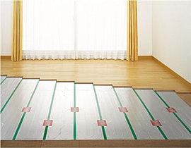 ホコリを舞い上げないガス温水式床暖房
