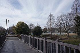 小川も見れてちょっと雰囲気のある大型公園