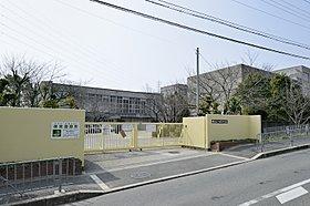 堺市立八田荘中学校まで約880m(徒歩11分)