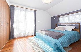 大容量のウォークインクローゼット付き主寝室(施工例)