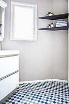 洗面室のコーナーカウンター