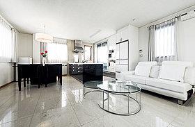 ◆白と黒を基調としたセカンドリビング&キッチン