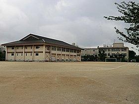 ◆第一中学校・・・徒歩18分(約1440m)