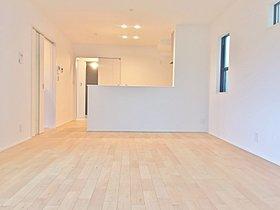 【2号棟・リビング】リビングスペースには床暖房を設置。