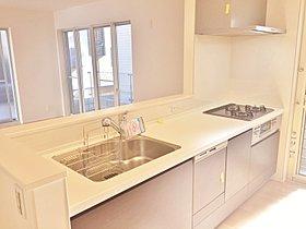 キッチンの設備 (デザインは各棟異なります。)