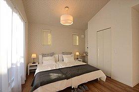 ベッドルームは2ドア仕様。将来2部屋にできる間取りです。