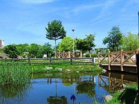 自然が多い交北公園まで徒歩7分。休日には家族で出掛けたい