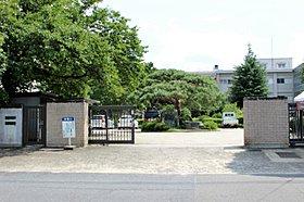 国立滋賀大教育学部付属幼稚園・小学校・中学校まで1853m。