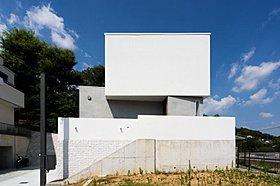 無機質な箱を積み重ねた外観 デザイン住宅施工例