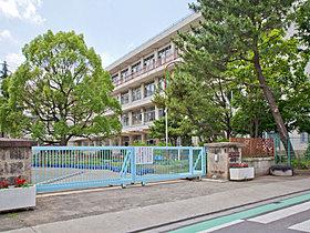 泉小学校まで約780m(徒歩10分)