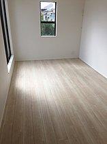 【居室】 バルコニーに面した2部屋はお布団を干すのも楽ちん!
