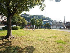 お休みの日はお子様と思いきり遊べます。前田公園(242m)