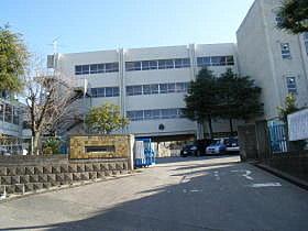 通学される小学校はコチラ。上本郷第二小学校(1073m)