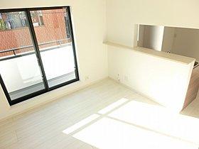二面採光の明るいリビング 温水式床暖房・ガスコンセント付き