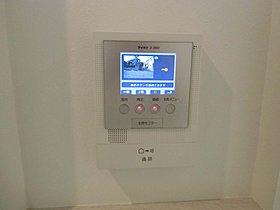 夜間でもカラーで確認できるカラーモニター付インターホン