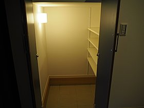 玄関土間収納は靴の他にアウトドア用品も収納できます。
