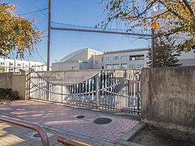 世田谷区立砧南小学校・・距離約1440m(徒歩18分)