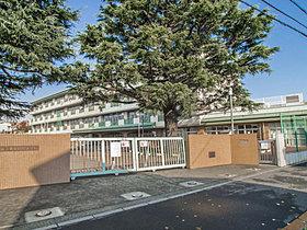 緑野小学校・・距離555m(徒歩7分)