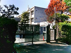 草内小学校