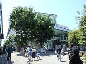 お買い物に便利な駅前の商業施設「経堂コルティ」