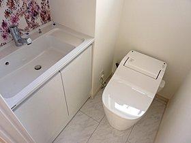 手洗いが設置されたトイレ