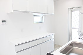 キッチンはカップボード標準装備。家電も置けるセパレートタイプ