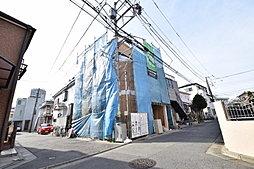 新川崎駅まで徒歩5分。角地につき開放感があります。限定1棟