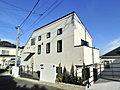 駅チカ生活 駅徒歩4分 勾配天井のリビングがある家