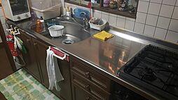 キッチンも広いのでお子様と料理を楽しめます