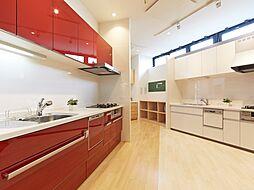 様々なデザインや機能のキッチンを展示したコーナーです。