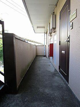 店舗付住宅(建物全部)-千葉市若葉区桜木8丁目 共用廊下も高圧洗浄で印象改善