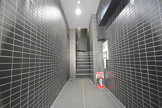 マンション(建物全部)-名古屋市中区丸の内1丁目 モノトーンカラーのタイル貼りが美しい廊下