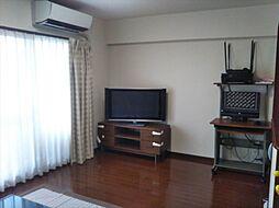 床暖房完備、17.3帖のゆったりLDK寒い冬でも床に座ってくつろげます。4枚窓で暖かい日差しが差し込みます。