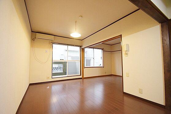 マンション(建物全部)-葛飾区奥戸1丁目 広々とした日当たりの良い室内。