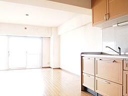 現状、壁付けのキッチンですが家族とコミュニケーションがとりやすい対面式に配置替えも可能です。H29.4月撮影